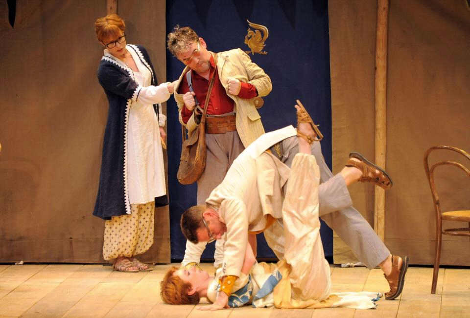 Comedy of errors shakespeare in la for Farcical comedy plays