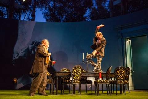 L-R: Tom McGowan as Sir Toby Belch and Patrick Kerr as Andrew Aguecheek