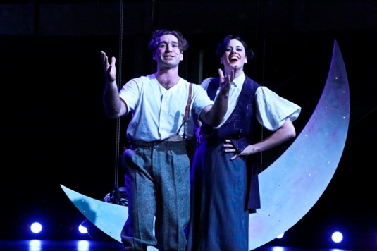 Daniel Stephens as Lysander and Lea Madda as Helena